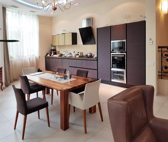 Дизайн гостиной с кухней в доме